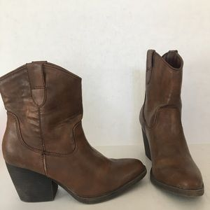 Madden Girl brown Ramz cowgirl boots. Size 6.5